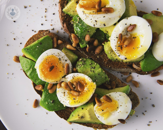Eggs with avocado. Pregnant women should aim to eat fruits, vegetables and proteins.