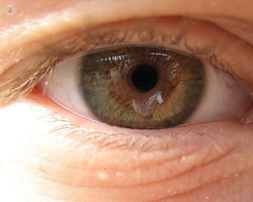 causes symptoms and treatments of macular hole
